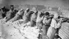 Correspondente de guerra, Alexander Werth relata a visita feita a Stalingrado três […]